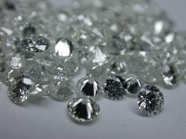 Truffa diamanti, coinvolte banche e clienti vip