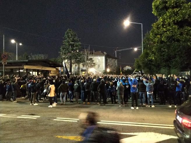 Bergamo, assembramento con migliaia di tifosi prima di Atalanta-Real Madrid