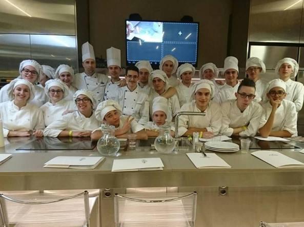Alberghieri e scuole di cucina gli allievi al lavoro con i grandi
