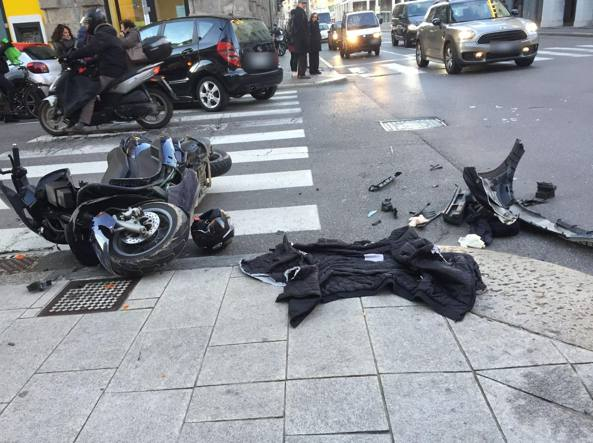 L'incidente  in Largo Belotti, all'incrocio con via Verdi