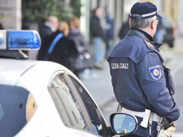 Bergamo, mazzette per i permessi di soggiorno: sospesi due ...