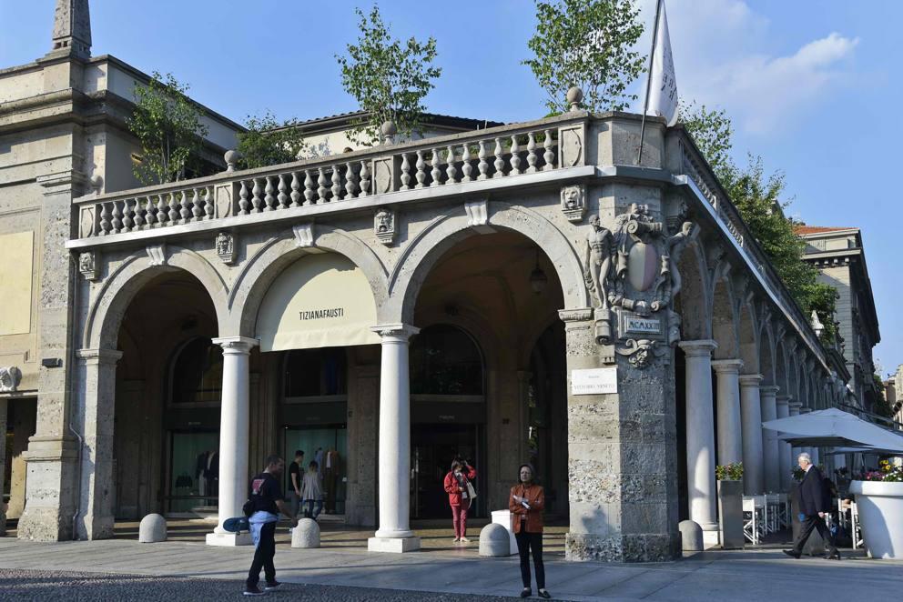 Bergamo Apre Terrazza Fausti E Cristina Parodi Si Presenta