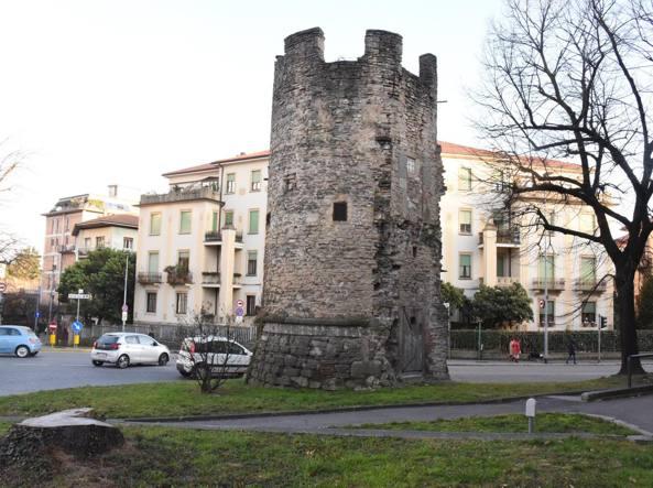 Malta Rovinata E Pietre Cadute  Restauri Per La Torre Del