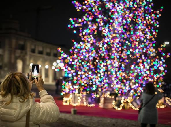 Immagini Alberi Di Natale.Bergamo E Treviglio Accendono Gli Alberi Di Natale In Diretta Web Corriere It