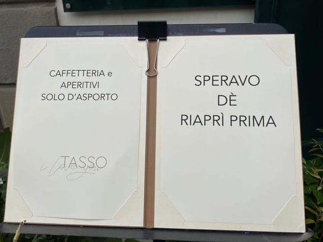 Covid a Bergamo, il Caffè del Tasso cita Totti e fa ironia sulla chiusura di Pasqua: «Speravo de riaprì prima»