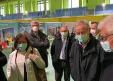 Covid, Guido Bertolaso a Sant'Omobono: «Più vaccini? Incontrerò Figliuolo»