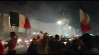 Campioni d'Europa, bandiere e cori per festeggiare in centro