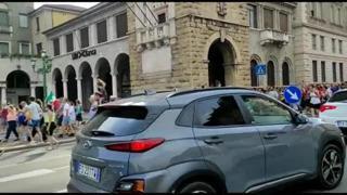 «No al green pass»: i no vax a Bergamo in centro e fuori dal Comune
