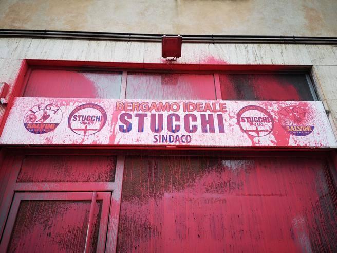 Bergamo, imbrattata la sede di Stucchi: condanna bipartisan ...